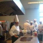 In Cile del sud, demo sul cioccolato presso scuola di Pasticceria